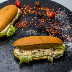 Sandwich humus cu trufe image