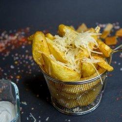 Cartofi prajiti cu smantana, usturoi si parmezan image