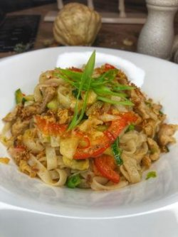 Rice noodles chicken image
