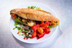 Sandwich cu crispy din piept de pui image