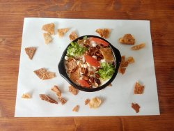 Meniu fate humus cu falafel image