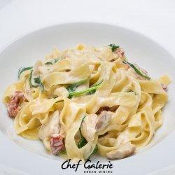 Fettuccini spinach
