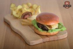 Burger cu brânză ardelenească maturată image