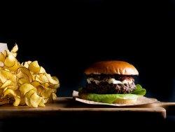 French Burger cu brânză brie și dulceață de ceapă image