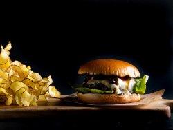 Burger cu gorgonzola și dulceață de ardei iute image