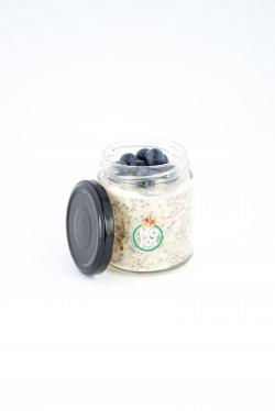 Porridge cu chia, stafide și afine image