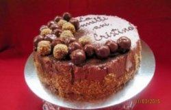 Tort de post cu cremă de ciocolată și alune