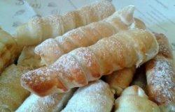 Rulouri fragede cu cremă de vanilie