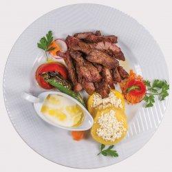 Pastramă berbecuţ grill cu mămăliguţă şi mujdei usturoi image
