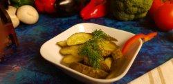 Salată de castraveţi muraţi image