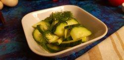 Salată de castraveţi verzi image