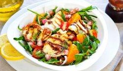 Salată de pui cu sos de rodie image