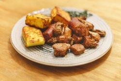 Carne la garniță cu mămăliguță image