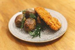 Șnițel din piept de pui cu cartofi copți image