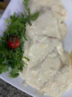 Piept de pui cu sos gorgonzolla image