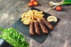 Mici la grătar cu cartofi prăjiți și muștar image