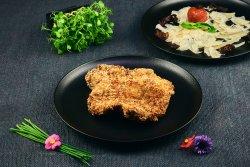 Ceafă de porc gratinată cu mozzarella & parmezan image