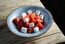 Salată roșii, brânză capră image