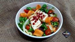 Salată cu halloumi la grătar și rodie  image