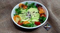 Salată de avocado cu crudități image