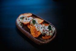 Chipsuri de cartofi dulci la cuptor cu sos tzatziki image