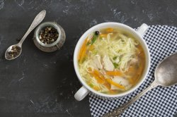 Supă de pui cu tăiței și piept pui image