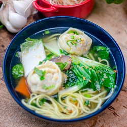 Cantonese wanton clear soup chicken image