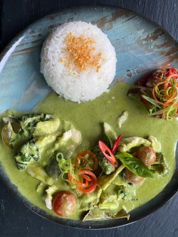 Thai green curry chicken (pui) image