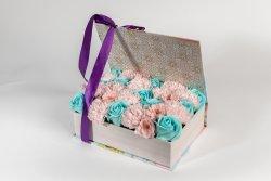 Cutie tip carte jardin mică (23cm) + 28 fire flori săpun multicolor image