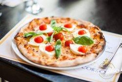 Pizza Caprese di Bufala image