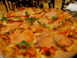 Pizza Salmone E Pepperoni image