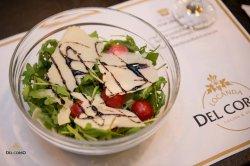 Salata de rucola cu roșii cherry și parmezan image