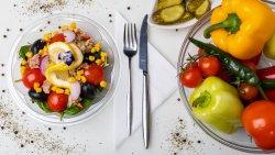 Salată de ton cu porumb image