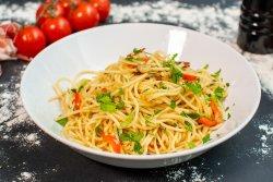 Spaghetti cu ulei, usturoi și peperoncino image