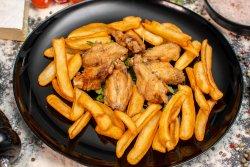 Aripioare de pui cu cartofi prăjiți image