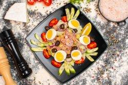 Salată cu ton și ceapă roșie image