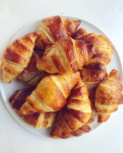 Croissant cu unt, facut in casa image