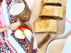 Plăcintă cu mere și nucă image