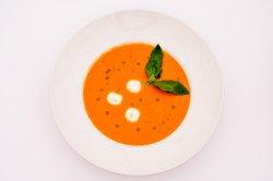 Supă cremă de roșii cu mozzarella și busuioc image