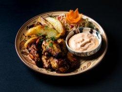 Aripioare de pui,cartofi cu rozmarin și sos de usturoi image