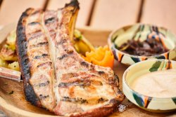 Cotlet de porc ,cartofi cu rozmarin și dulceață de ceapă image