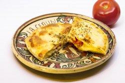 Plăcintă cu brânză de burduf și roșii