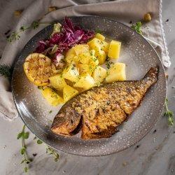 Dorada grill cu cartofi natur image
