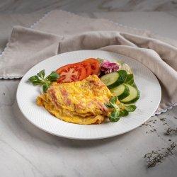 Omletă cu șuncă și mozzarella / Omelette with ham and mozzarella  image