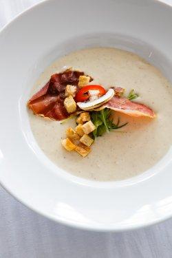 Supă cremă de bacon cu praz și cartofi copți