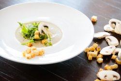 Supă cremă de ciuperci cu sos pesto