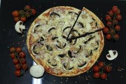 Pizza Prosciuto e funghi image