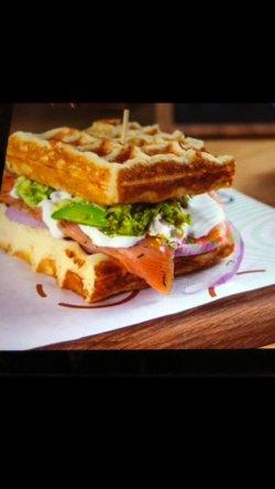 Waffle sandwich Cu Somon image