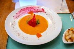 Supă cremă de somon cu icre roșii image