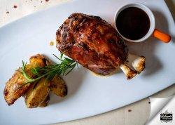 Stinco de porc in sos BBQ image